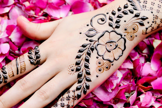 how-to-apply-mehndi-on-hands