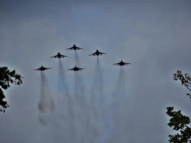 przelot myśliwców f16