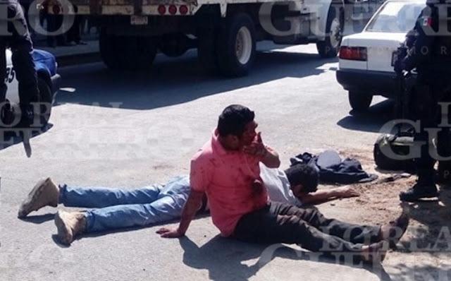 VIDEO, Gatilleros caen heridos de gravedad tras enfrentarse a la policía en Acapulco