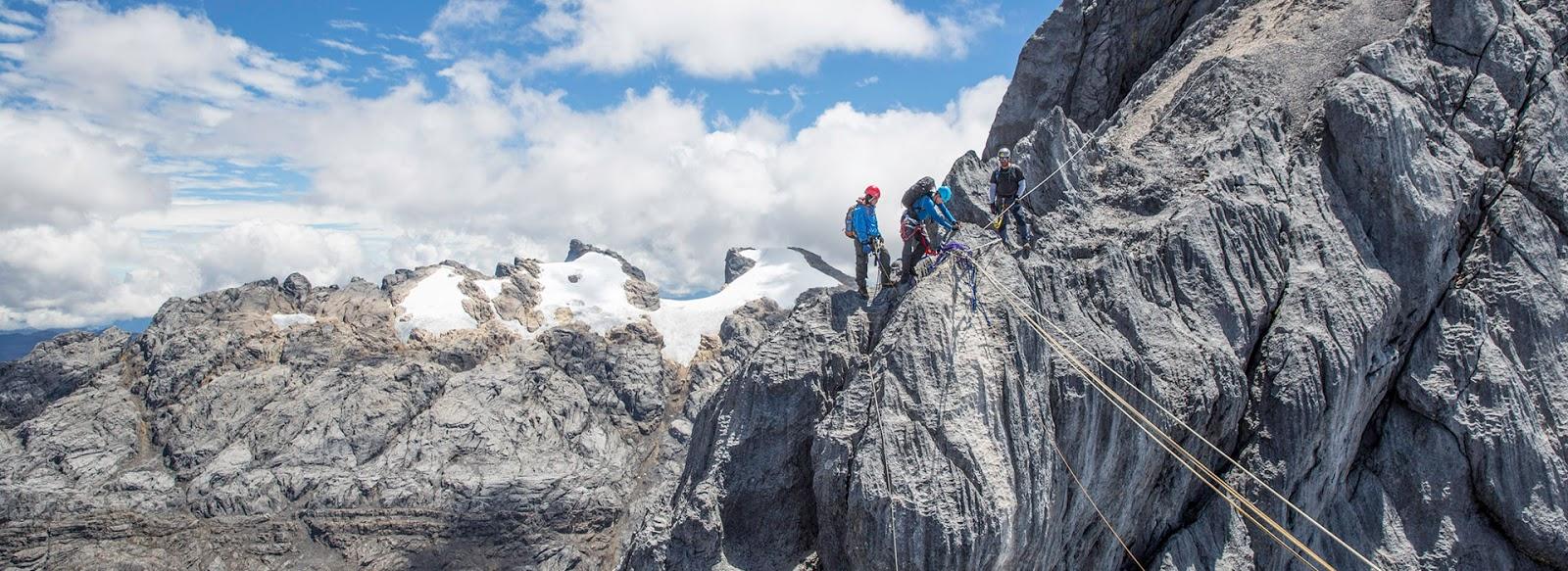 Wisata Ke Pegunungan Carstensz