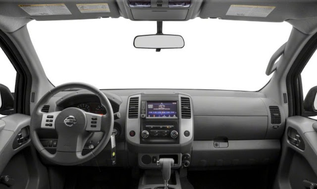 Nissan-Frontier-Pro-4x-front-cab