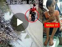 Tega Banget, Ibu Seret Putrinya Pakai Sepeda Motor Sejauh 300 Meter..