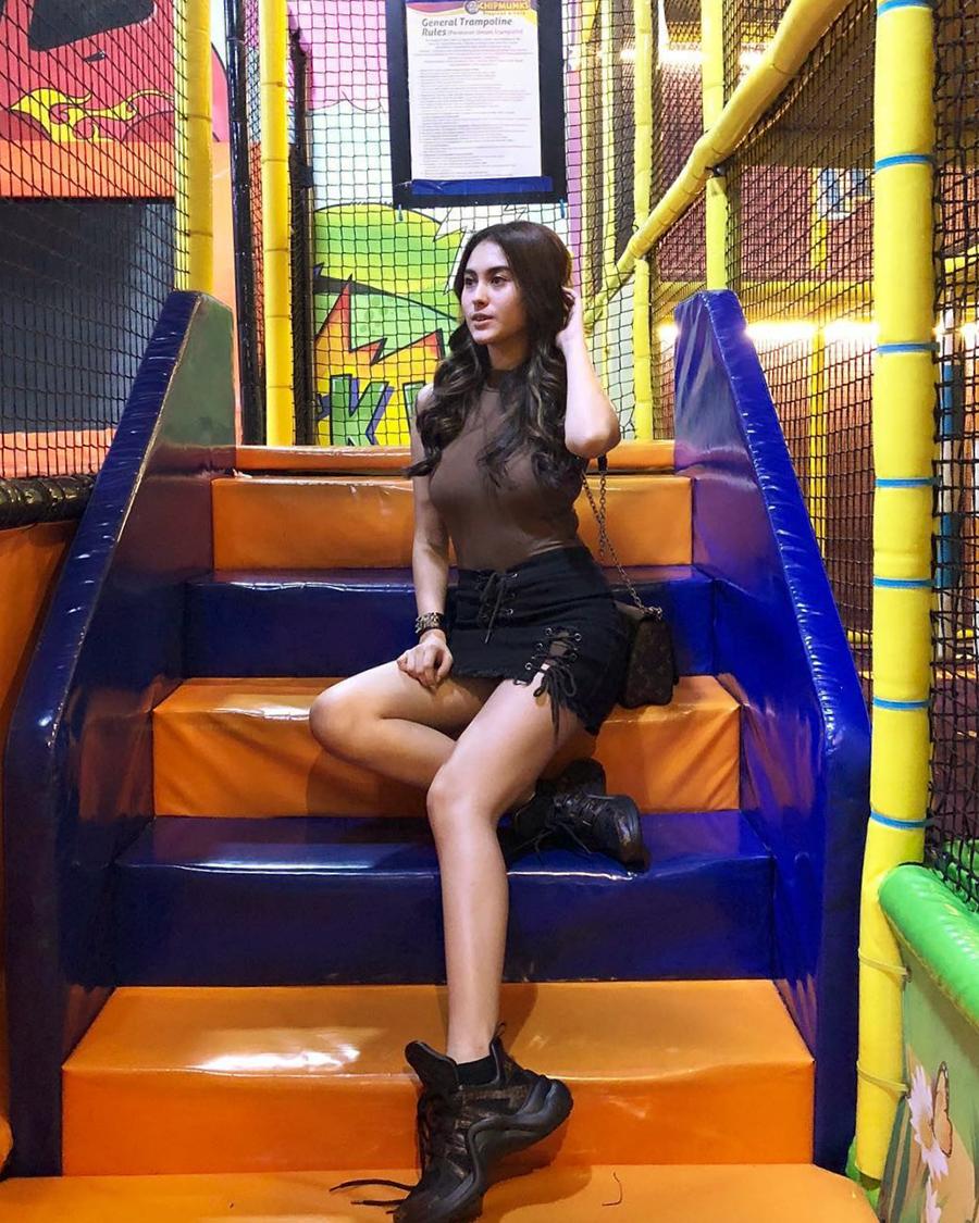 Paha Mulus dan seksi artis FTV Marcella Daryanani