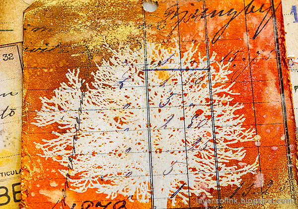 Layers of ink - Inky Resist Circles Art Journal Tutorial by Anna-Karin Evaldsson. With Simon Says Stamp Mix and Match Circles Stencil and All Seasons Tree stamp set.