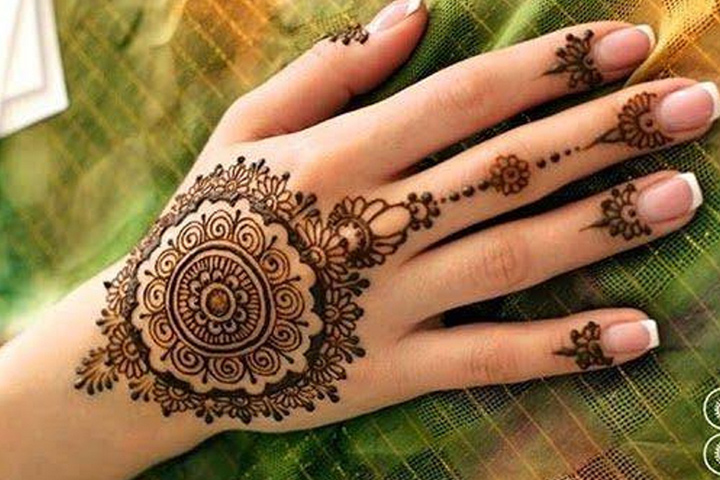 Classy Mehndi Designs For Hands