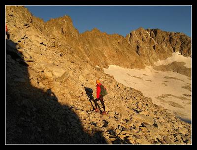 Terreno suelto para acceder a la cresta