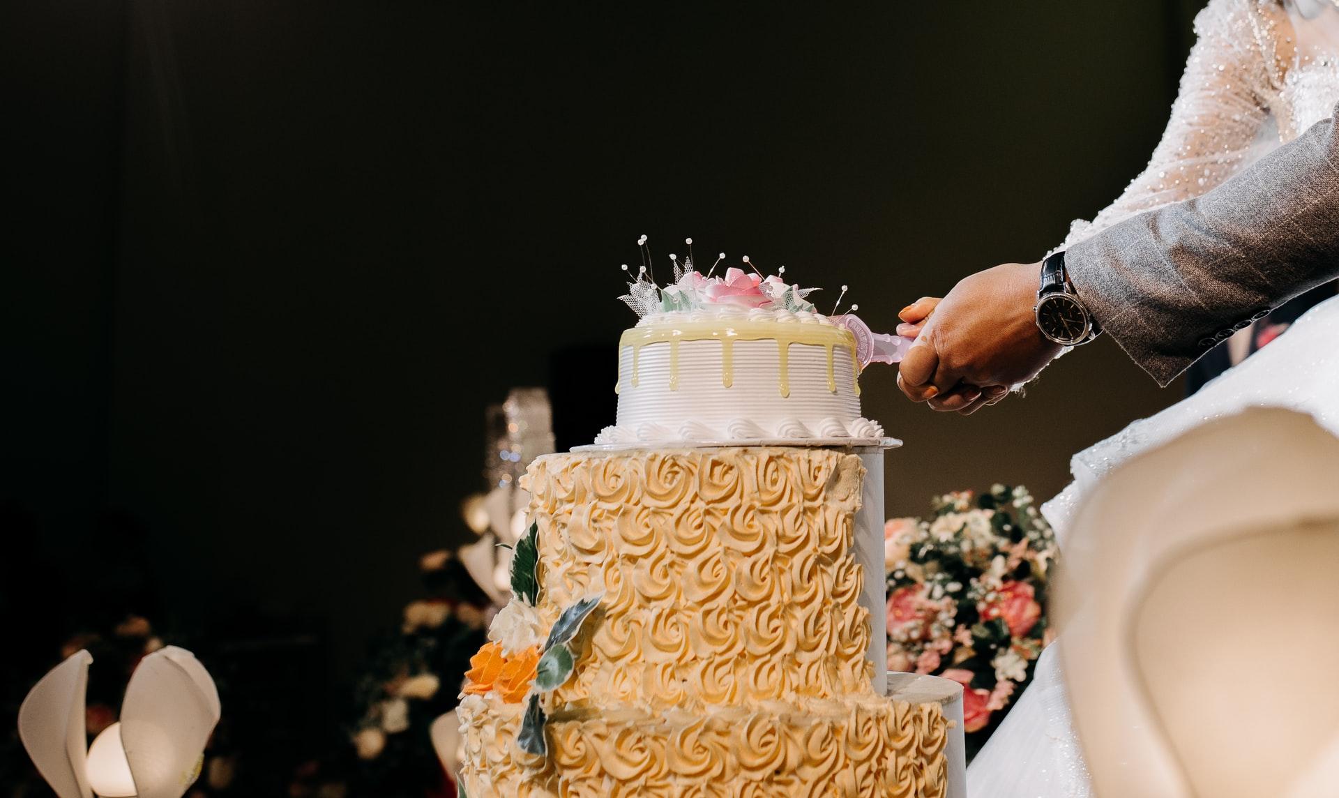 7 Tips Anda Perlu Tahu Sebelum Tempah Kek Perkahwinan