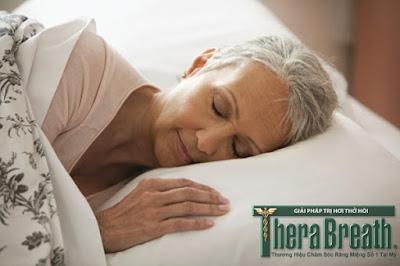 Hơi thở có mùi buổi sáng gặp nhiều ở người lớn tuổi