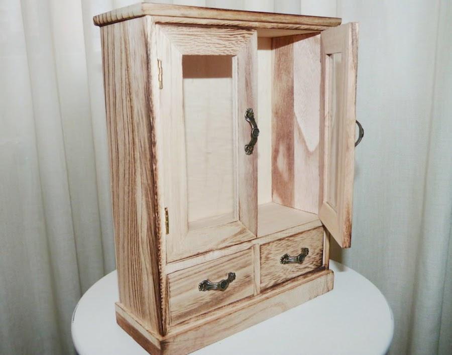 armario-madera-decorativo