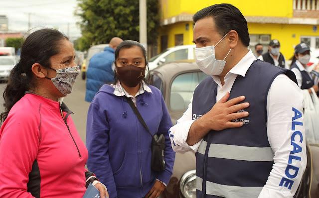 Luis Nava recorre calles de la colonia de Lomas de Casablanca