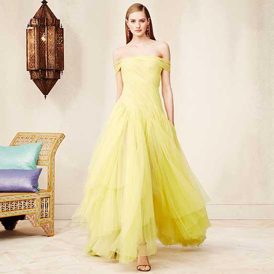 d6860201f79d8 Son olarak balo elbisesi veya gösterişli bir düğün elbisesi arayanlar için  omuzsuz, drapeli, dökümlü güzel bir sarı abiye elbise geliyor.