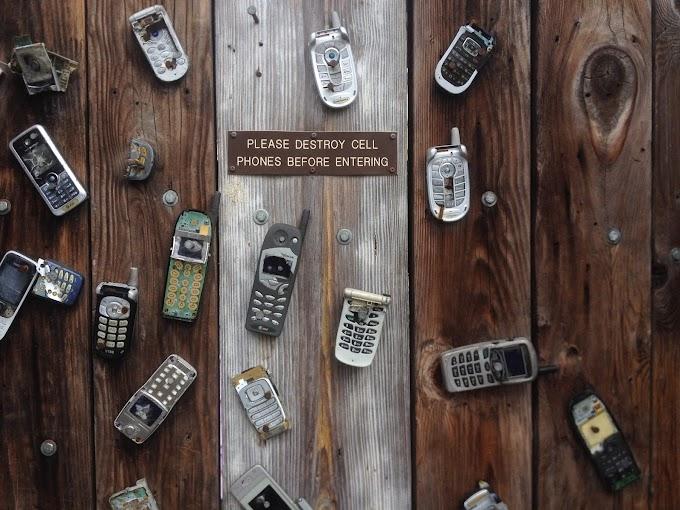 Dear Parents, Phones Away, Please ?