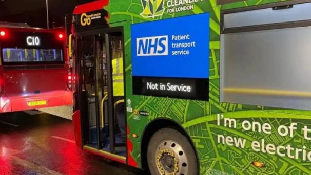 حافلات لندن تتحول إلى سيارات إسعاف لمواجهة «كورونا»