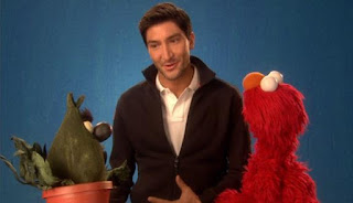 Evan Lysacek talks about confidence with Elmo and Stinky the Stinkweed. Sesame Street Episode 4421, The Pogo Games, Season 44.