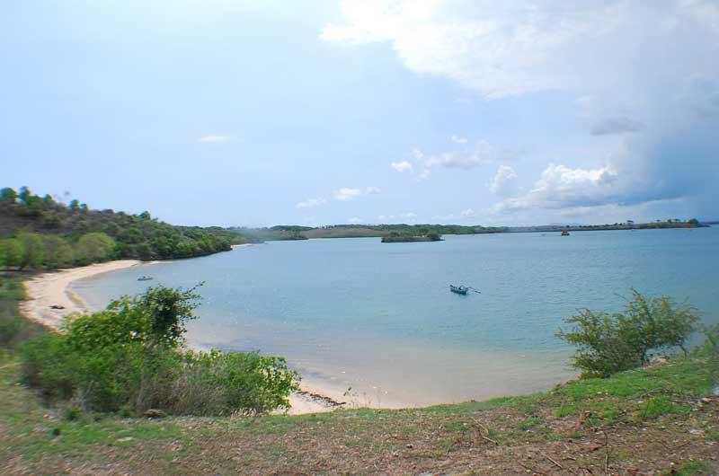 Harga Tiket Masuk dan Rute Pink Beach Lombok