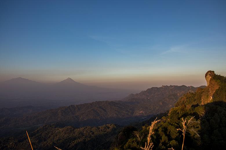 Panorama Indah dari Puncak Gunung Kunir Purworejo