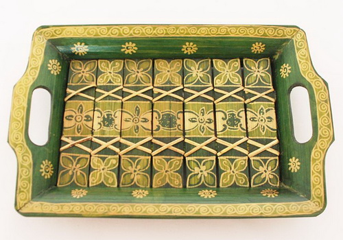 www.Tinuku.com Sanggar Peni presenting bamboo tray decorated batik technique expanding literature on batik artwork