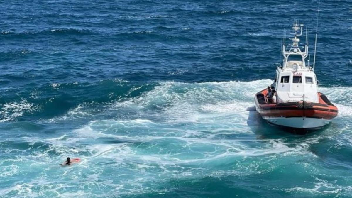 Guardia costiera salvataggio Scogliera giovani
