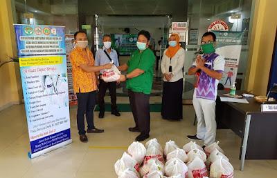 Pojok NTB Salurkan Paket Sembako Untuk Petugas Medis RSUP NTB