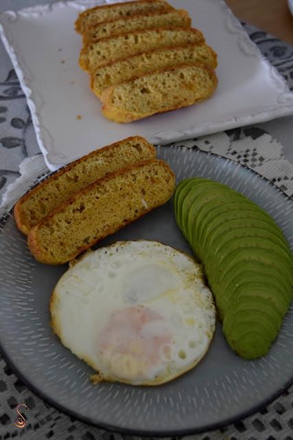 Pan de chicharrón en la sartén