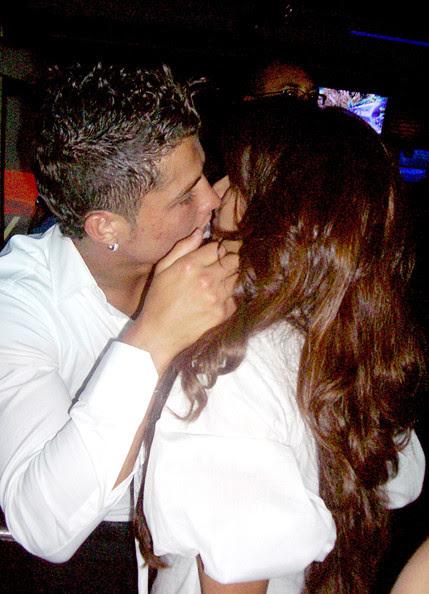 Bipasha Basu Kissing Scene