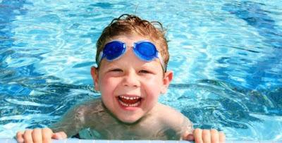 sử dụng kính bơi cho bé
