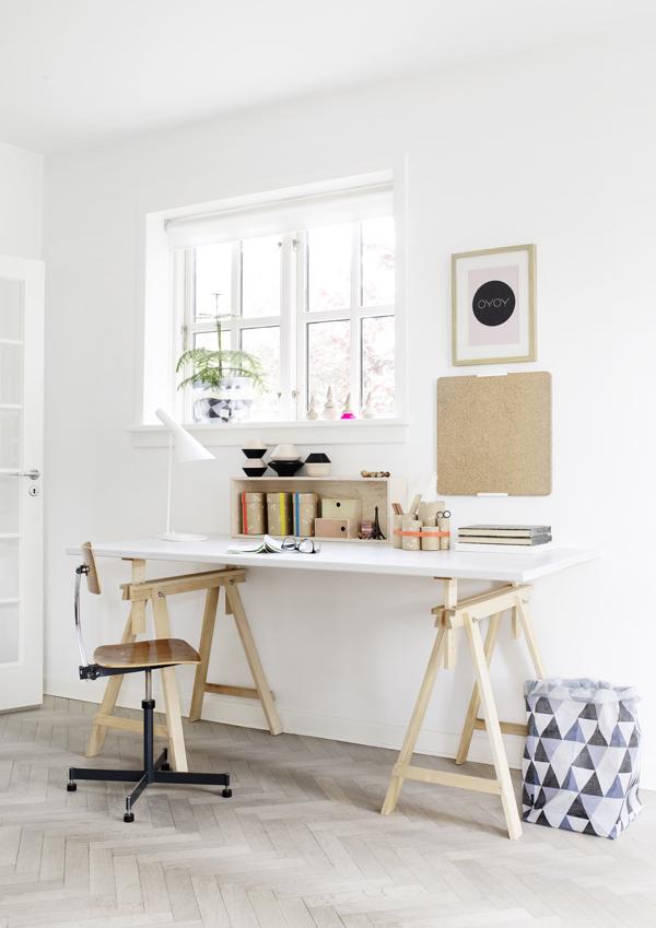 Arbeitzimmer, eingerichtet mit Möbeln und bunten Textilien vom dänischen Label Oyoy