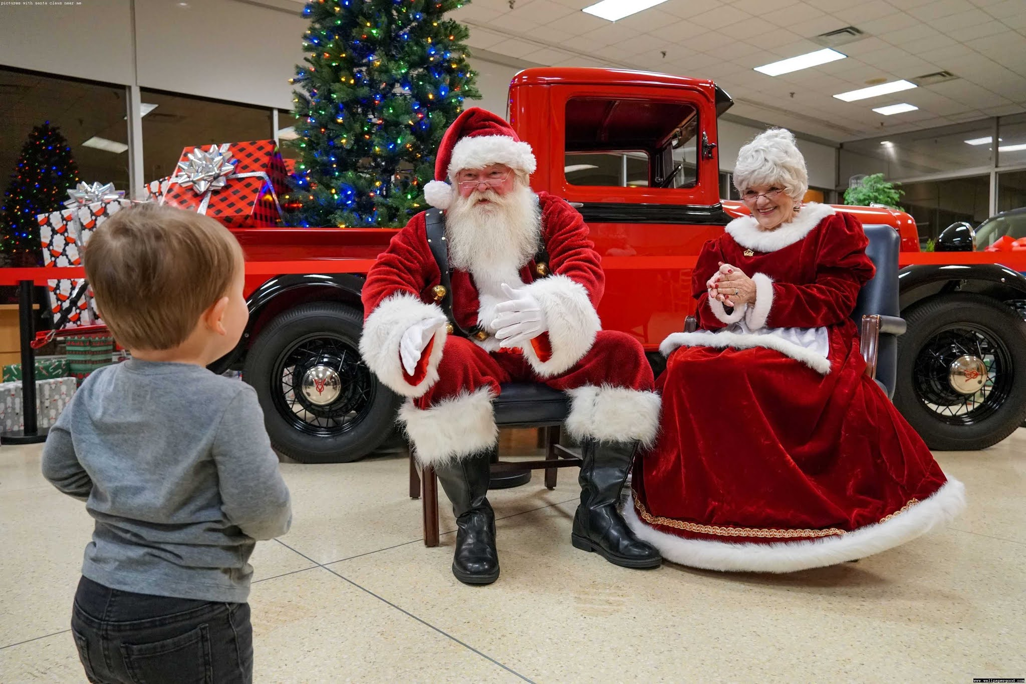 pictures with santa near me