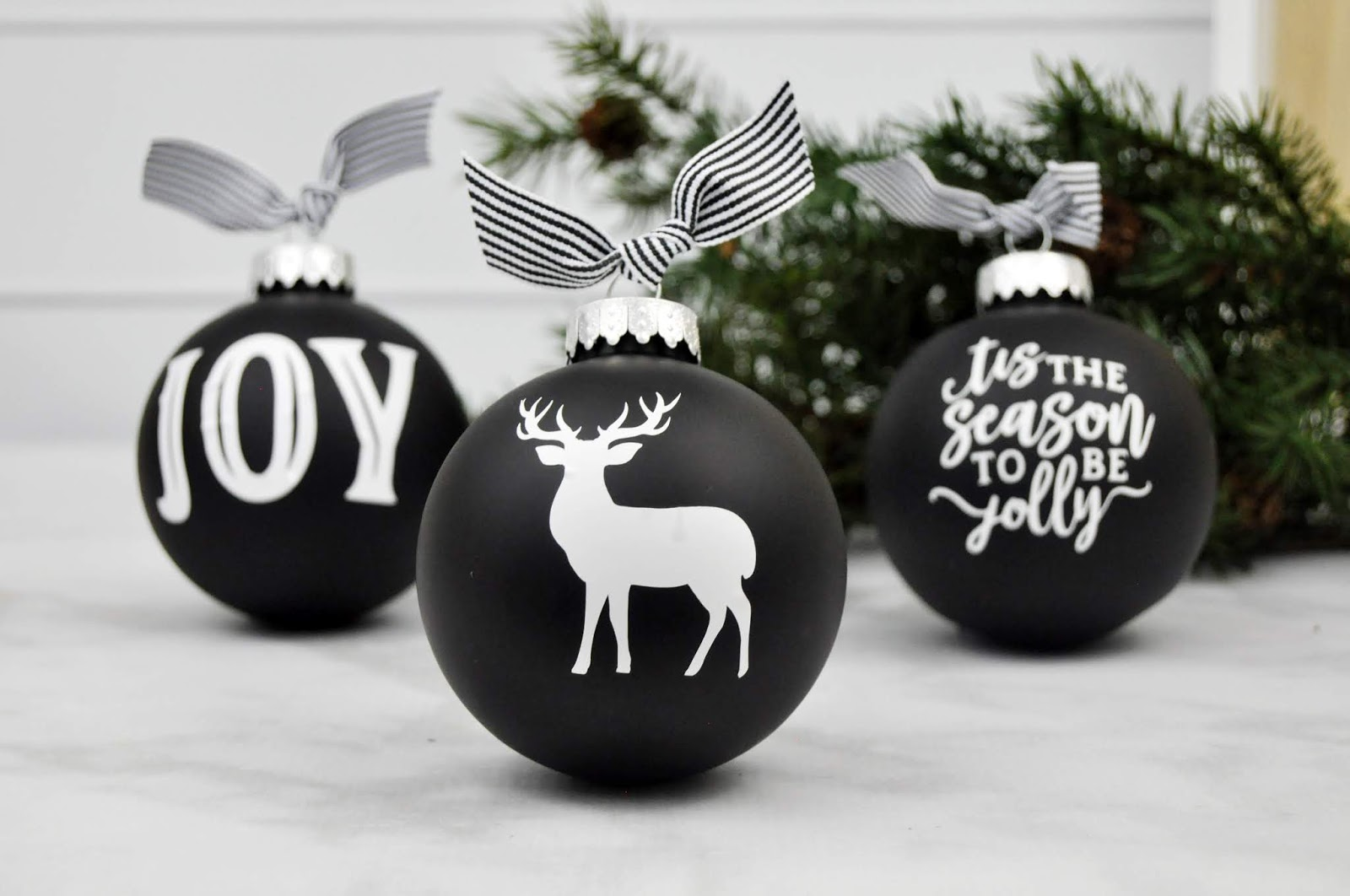 How to Add Vinyl to Christmas Ornaments
