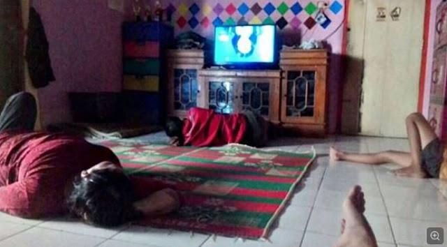 10 Momen Lucu 'Ketika TV Rusak' Ini Bikin Ngakak yang Nonton