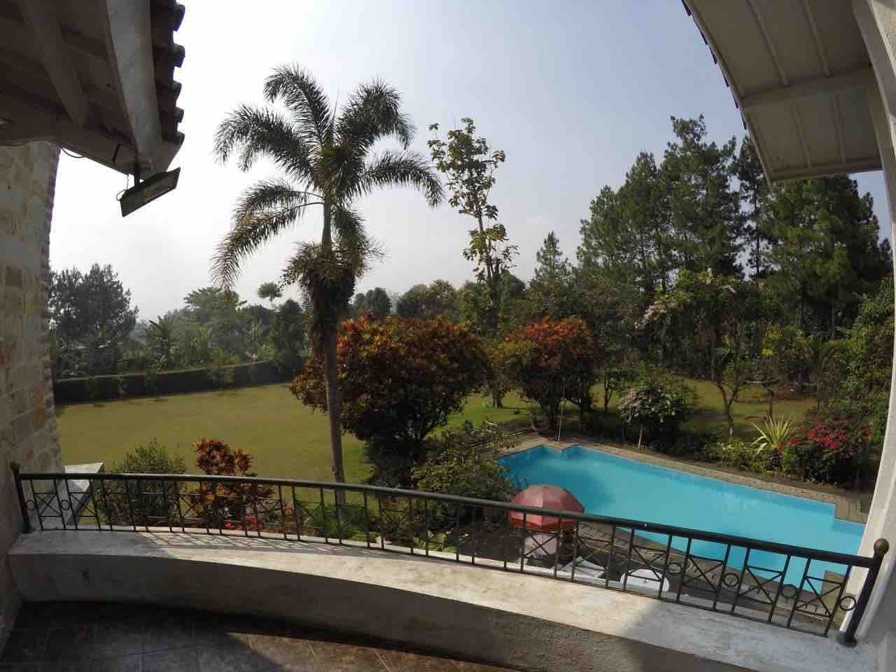 villa dekat taman safari puncak