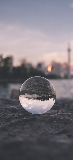 خلفية كرة زجاجية على رمال رمادية