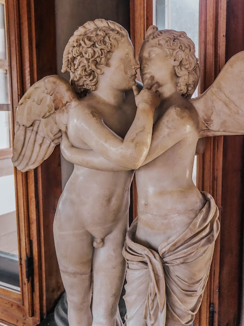 Kissing Statue Angels