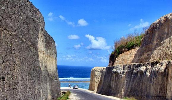 Backpacker Ke Bali dan pantai pandawa