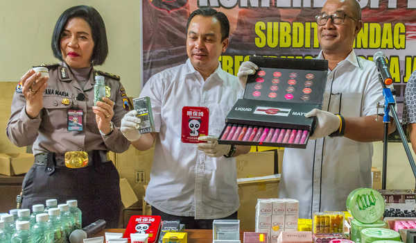 Waspadai Kosmetik Import dengan Harga Murah