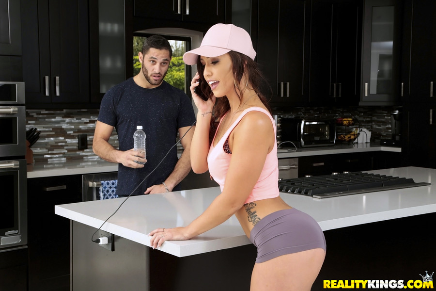 UNCENSORED [realitykings]2016-11-19 Broken Down Hottie, AV uncensored