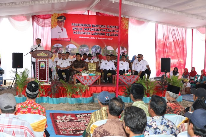 Plt.Nanang Ermanto,Berikan Alsintan Pada Poktan Dusun Sudul Sukamarga Kec.Sidomulyo  Lampung Selatan.