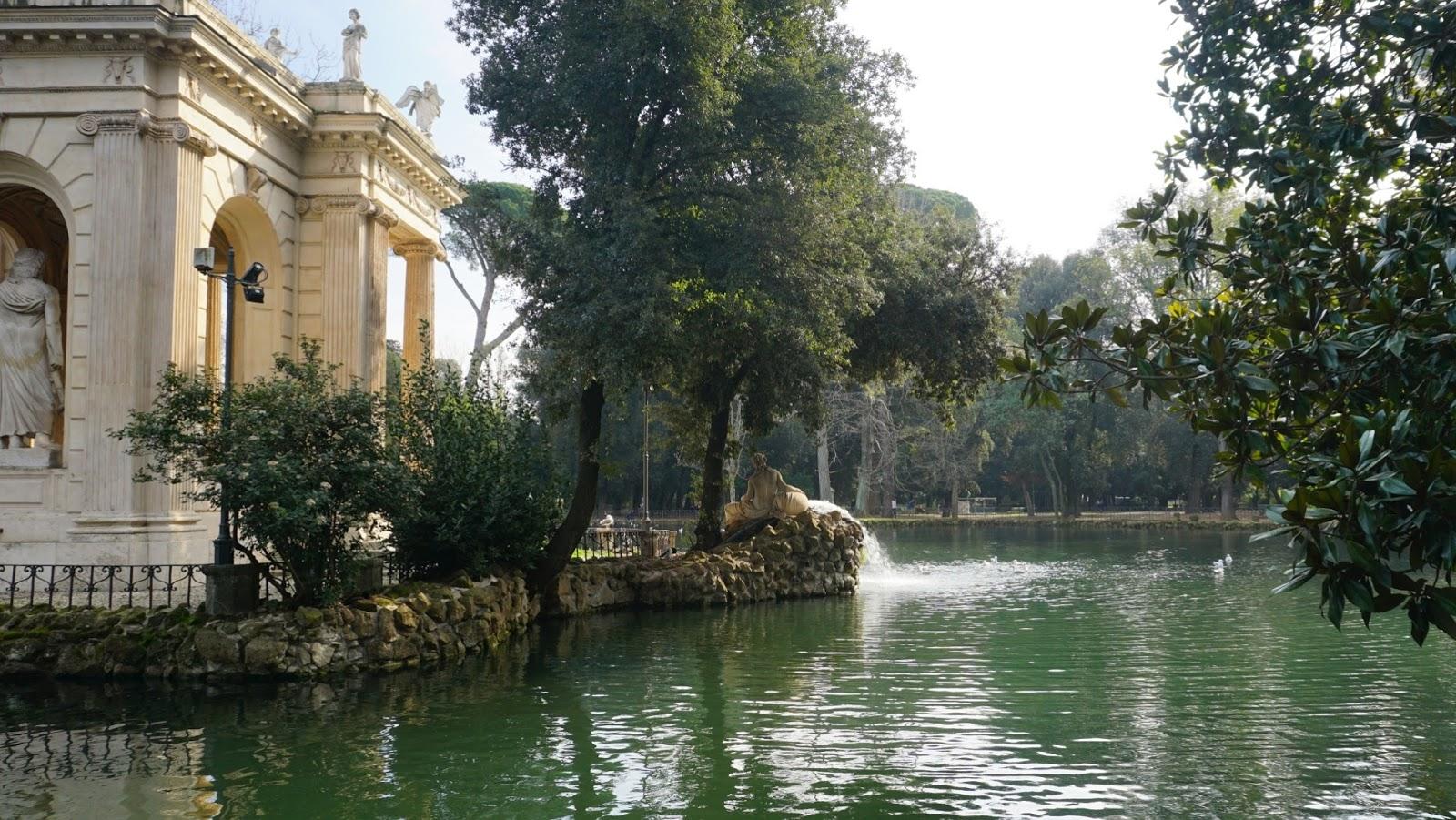 Świątynia Asclepiosa w Ogrodach Villa Borghese, atrakcje Rzymu, podróż poślubna w Rzymie, gdzie na podróż poślubną