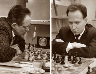 Los ajedrecistas Francisco José Pérez Pérez y Jesús María Díez del Corral Rivas en 1960