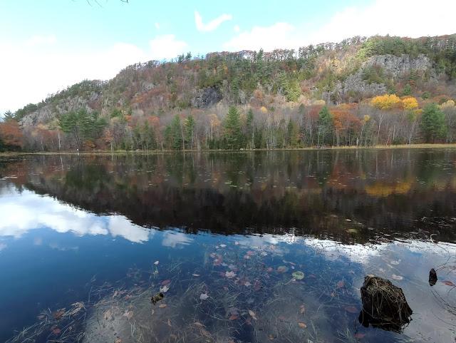 Lac Paradis au Sentier des falaises à Prévost