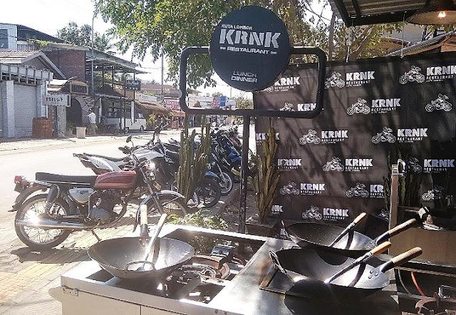 Sudut KRNK Bar & Restaurant, tempat para chef beradu resep nasi goreng terbaik.