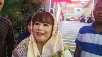 Dewi Tanjung dilaporkan ketua DPC PDIP