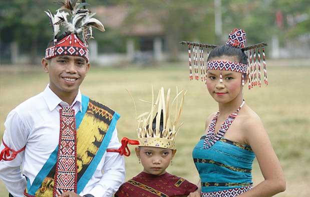 Pakaian Adat Suku Helong