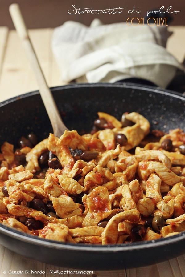 Straccetti di pollo con olive e timo