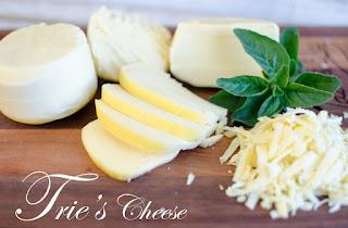Naiknya keju impor justru menjadi angin segar bagi para pembuat keju lokal. Salah satunya adalah Pak Tri Haryanto. Sudah hampir 6,5 tahun beliau menjadi pembuat keju. Dapurnya berproduksi setiap 2 kali dalam sepekan. Sampai kini, ia bersama usahanya bernama the Trie's Cheese (http://www.triescheese.com/) membuat beragam jenis keju. Salah satu yang jadi andalannya, yakni keju khas Italia. Namanya Mozzarella.