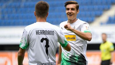 جمهور فريق بوروسيا مونشنغلادباخ سعيد بما قدمه الفريق في هذا الموسم monchengladbach