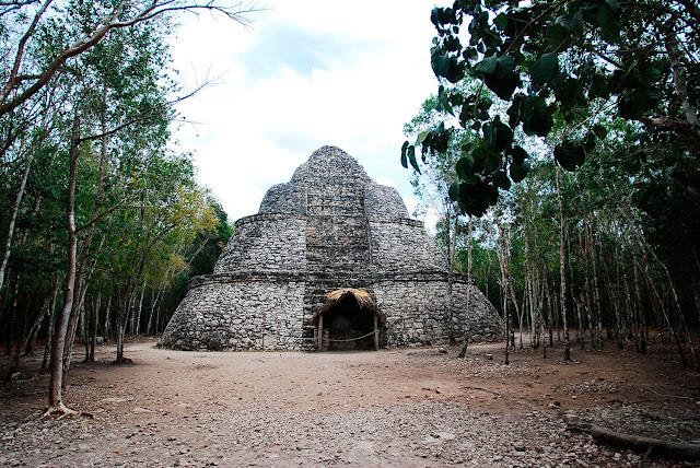 Zona Arqueológica de Cobá, Quintana Roo. Foto: Mauricio Marat. INAH.