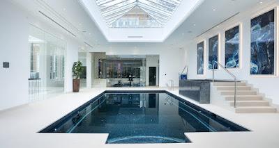 Memiliki bak renang eksklusif tentu menjadi harapan banyak orang 60 Desain Terbaik Kolam Renang Indoor yang Nyaman