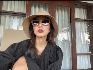 Mặc tông đen đa phong cách như sao Việt
