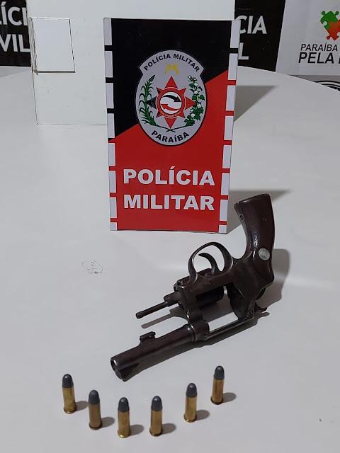 POLÍCIA MILITAR PRENDE SUSPEITO COM REVOLVER EM BOM SUCESSO